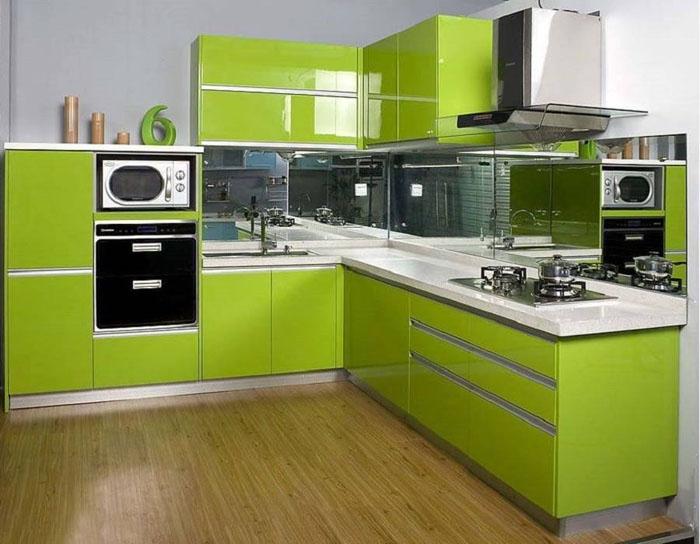 Стильная зелёная кухня