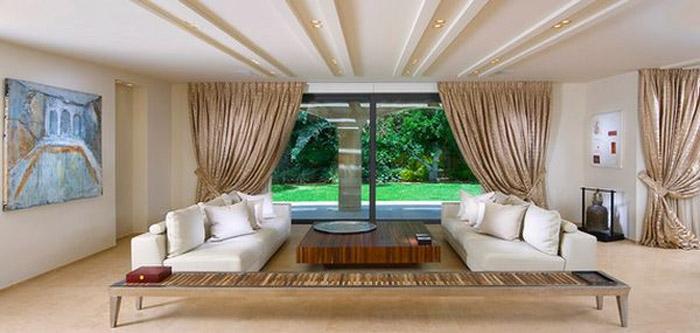 Низкая мебель создаёт эффект увеличения высоты помещения