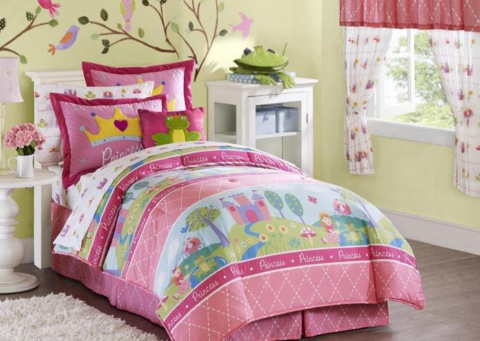 Яркий дизайн комнаты для девочки