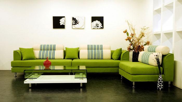 Сочетание мебели зелёного цвета со светлым интерьером