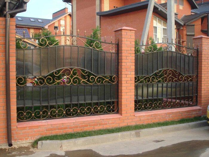 Комбинированный забор (ковка + кирпич)