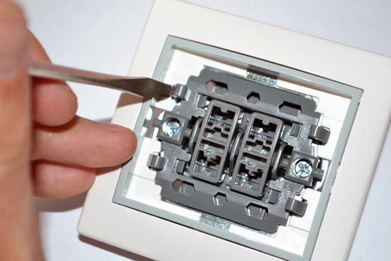 Подключение двухклавишного выключателя Lezard