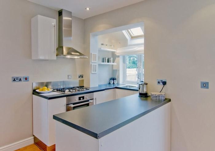 П-образная планировка кухни в стиле минимализм