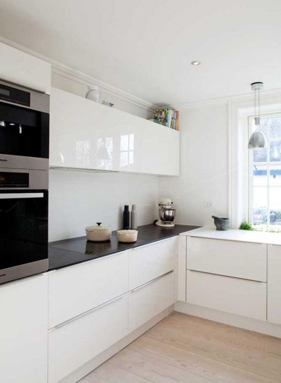 Г-образная планировка кухни в стиле минимализм