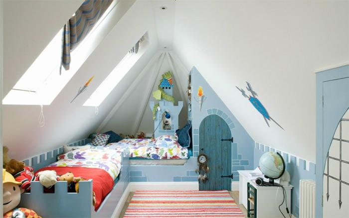 Интерьер комнаты на мансарде для двух детей
