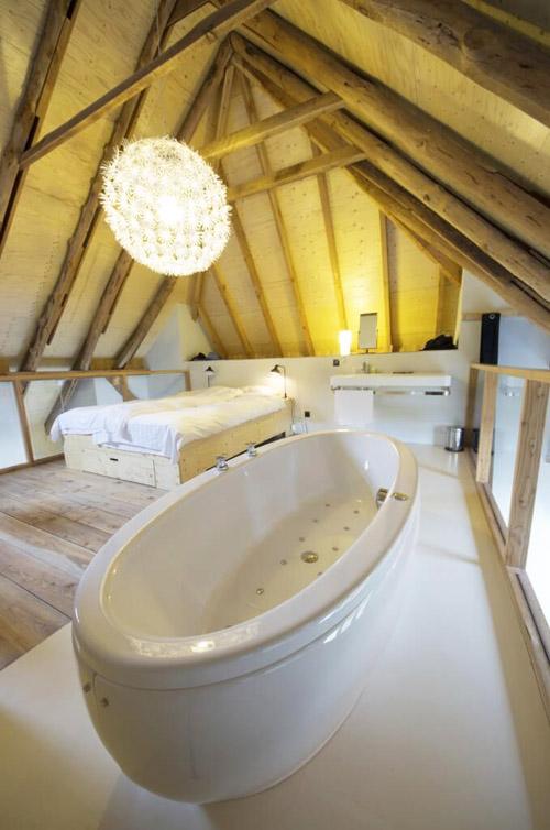 Полноценная жилая комната с ванной на мансарде