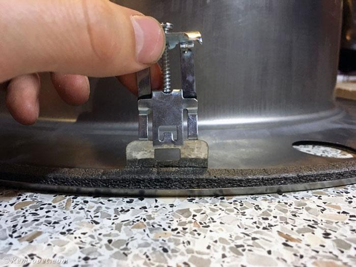 Врезка мойки в столешницу: установка крепежа