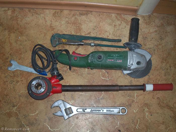Инструменты для монтажа радиатора отопления своими руками