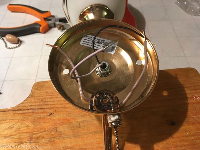 Замена выключателя с цепочкой у настенного светильника