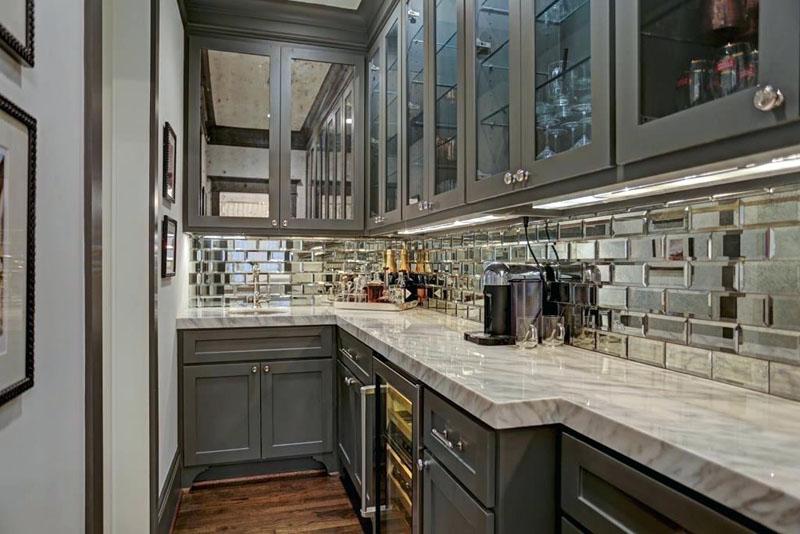 Кухонный фартук из зеркальной плитки