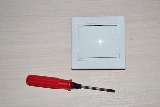 Подключение одноклавишного выключателя IEK