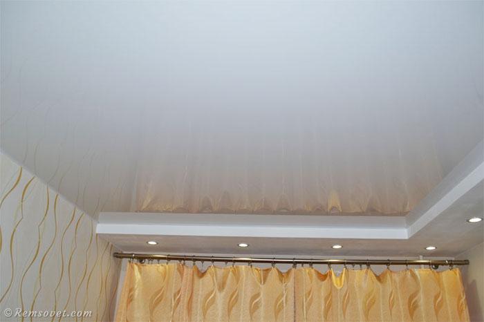 Белый глянцевый натяжной потолок, как ухаживать за натяжным потолком