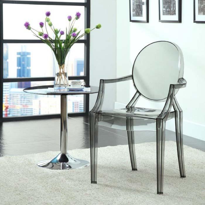 Ошибки в дизайне интерьера, красивый и неудобный стул