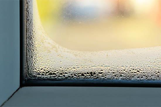 5 основных причин, почему запотевают пластиковые окна зимой