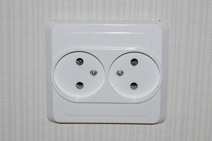 Электрическая розетка без заземления
