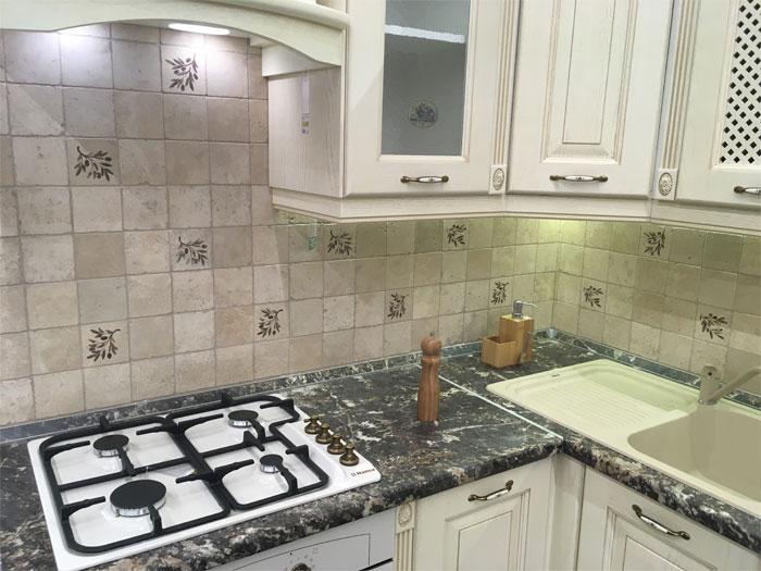 Кухонный фарткук в стиле прованс из плитки 10х10 см
