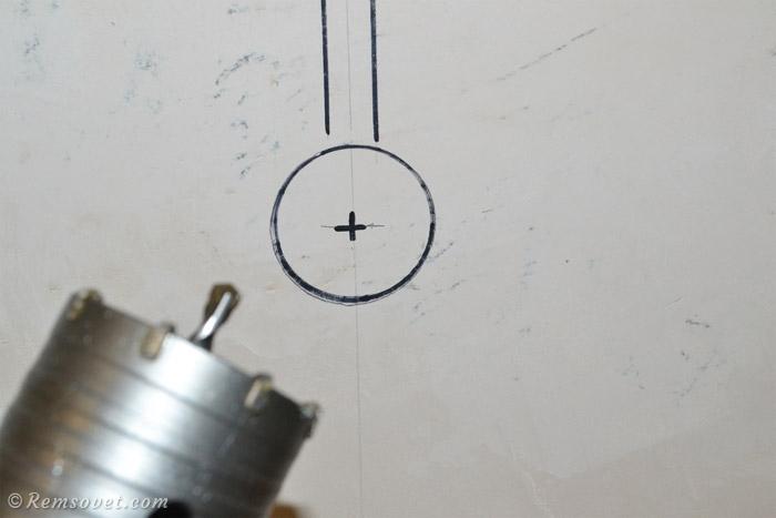 Разметка места установки подрозетника