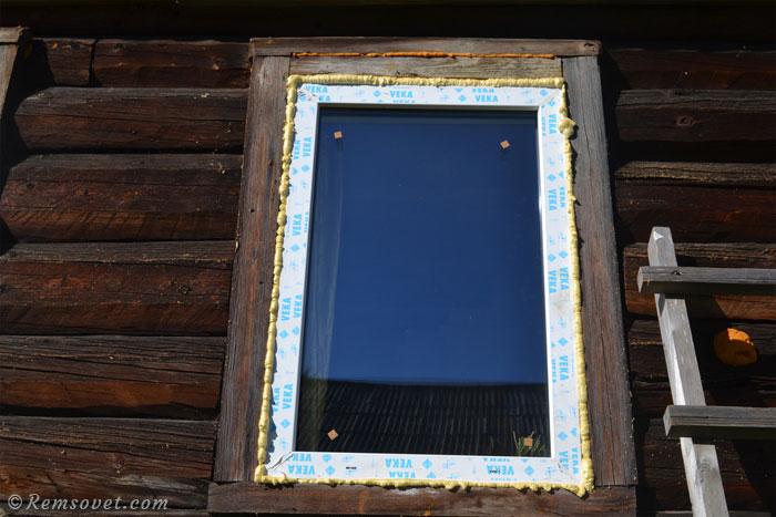 Окно запенено, монтажная пена снаружи