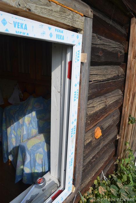 Рама пластикового окна установлена и зафиксирована