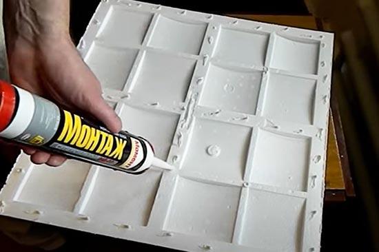 Как поклеить потолочную плитку